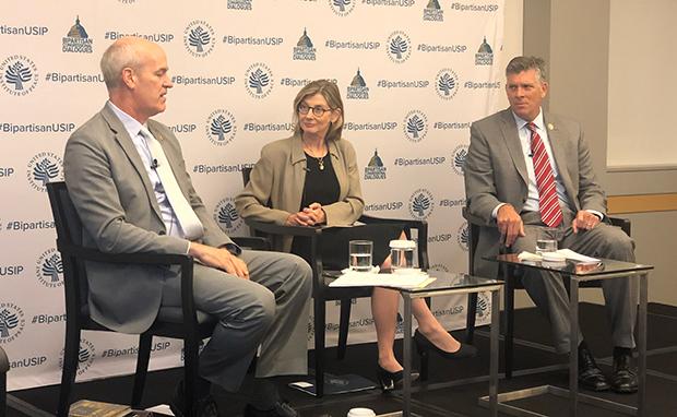 11일 USIP 행사에 참석한 릭 랄슨 의원(왼쪽부터), 낸시 린드버그 USIP 소장, 다린 라후드 의원.