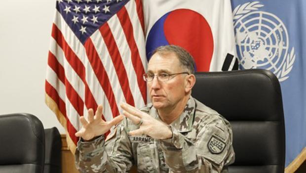 사진은 로버트 에이브럼스 한미연합사령관 인터뷰 모습.