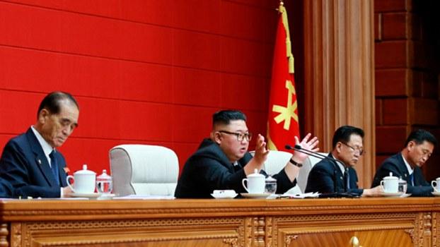 북한 김정은 국무위원장이 13일 노동당 정치국회의를 열고 수해복구 방안에 대해 논의했다고 조선중앙통신이 14일 보도했다.