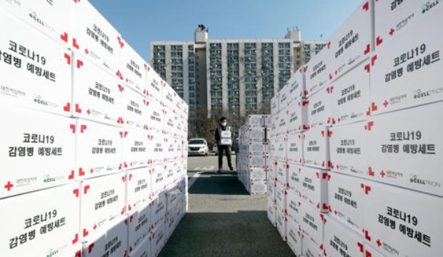 사진은 대한적십자사 인천광역시지사에서 자원봉사자들이 신종 코로나바이러스 감염증(코로나19) 예방을 위한 지원품을 준비하는 모습.