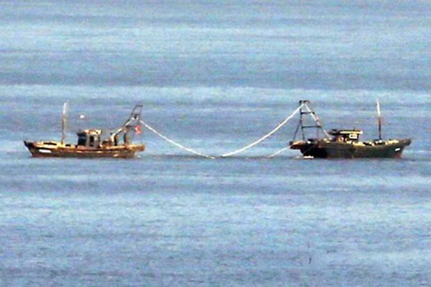 북한 대수압도 인근 해상에 북한 어선으로 추정되는 선박이 떠 있다.