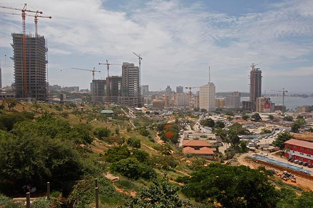 건축이 한창인 앙골라의 수도 루안다.