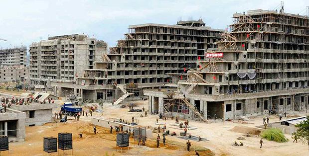 북한이 원산 시내에 조성 중인 대규모 관광단지 '원산갈마해안관광지구'의 건설현장 모습.