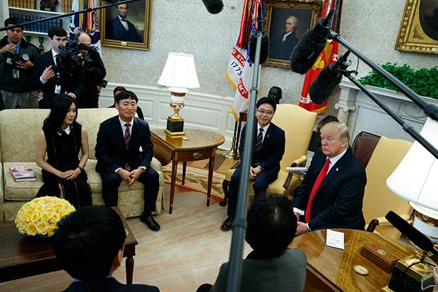 지난 2018년 트럼프 대통령이 백악관에서 탈북자들을 만나고 있다.