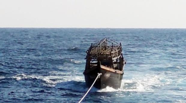 8일 오후 해군이 동해상에서 북한 목선을 북측에 인계하기 위해 예인하고 있다.