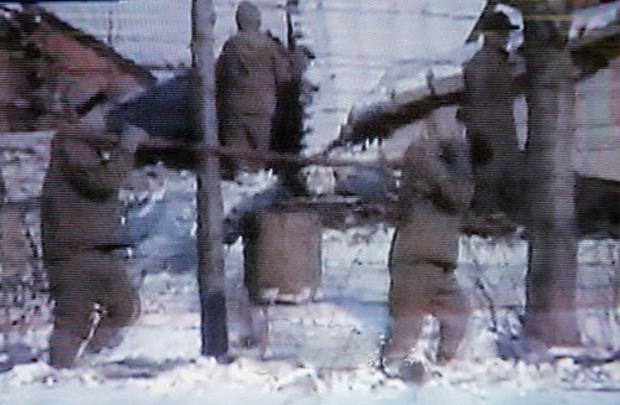 사진은 지난 2004년 일본 후지 TV가 공개한 북한내 정치범 수용소로 알려진 함경남도 요덕군 요덕수용소에 수감된 부녀자들의 모습.