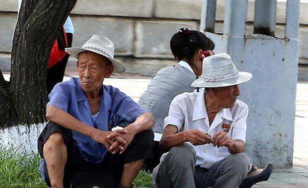 북한을 방문한 사진작가 홍성규씨가 버스에서 촬영한 평양거리 사진.
