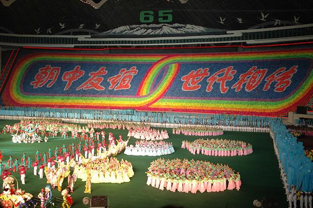 집단체조 '아리랑'의 한 장면. 2010년 당시 중국 관광객을 의식해서인지 북중친선을 강조하는 장면이 많았다. (2010년 8월)