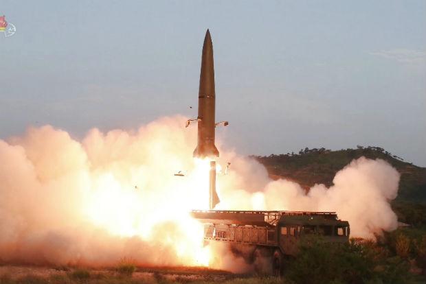 사진은 지난 7월 26일 조선중앙TV가 보도한 신형전술유도무기(단거리 탄도미사일) 발사 모습.