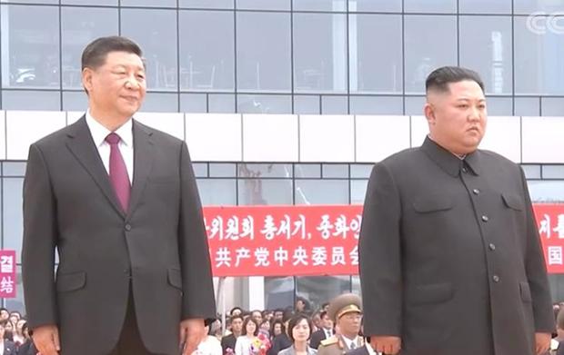 시진핑(習近平) 중국 국가주석이 지난 6월 평양 순안공항(평양국제비행장)에 도착해 북한 인민군 의장대를 사열하고 있다.