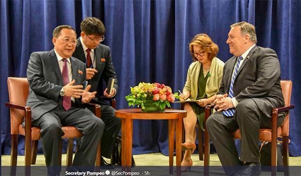 폼페이오 미 국무장관이 지난해 9월 뉴욕을 방문한 북한의 리용호 외무상과 만나는 모습.