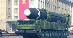 지난 2018년 북한 노동당 기관지 노동신문에 게재된 대륙간탄도미사일(ICBM)급 '화성-15'형의 열병식 등장 모습.