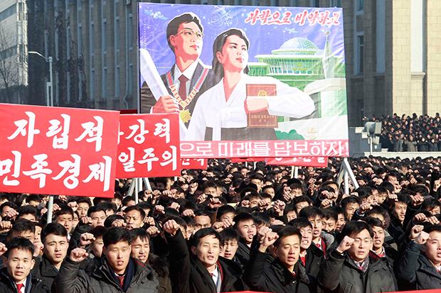 북한 노동당 중앙위원회 제7기 제5차 전원회의에서 제시된 과업을 관철하기 위한 평양시 궐기대회가 지난달 5일 김일성광장에서 열렸다.