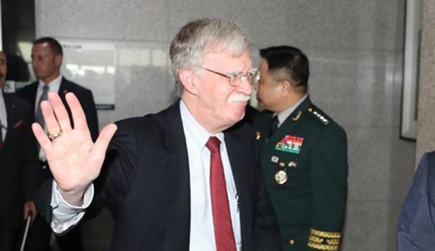 존 볼턴 미국 백악관 국가안보회의 보좌관이 정경두 국방부 장관과 면담을 위해 지난 7월 서울 용산구 국방부를 방문하고 있다.