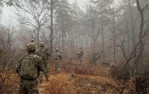 유엔군사령부 요원들이 JSA(공동경비구역)를 순찰하고 있다.