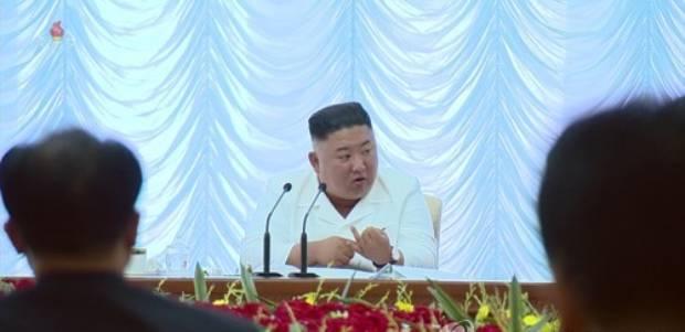 지난 7일 노동당 중앙위원회 제7기 제13차 정치국 회의에 나타난 김정은 국무위원장.