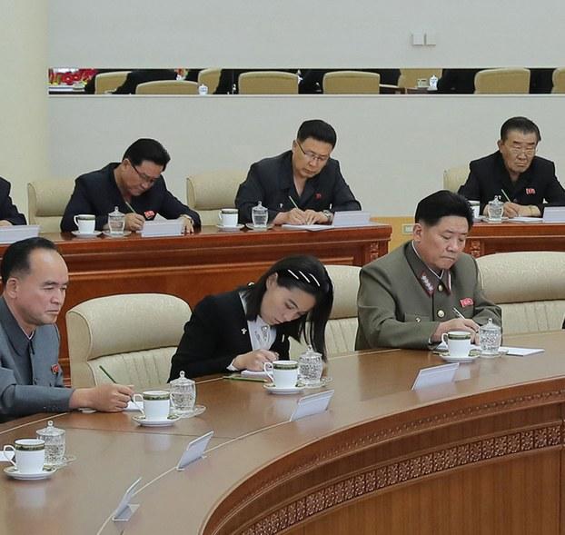 북한이 지난 7일 김정은 국무위원장 주재로 개최한 당 정치국 회의에 김여정 노동당 제1부부장이 참석했다. 이날 회의에서는 김 제1부부장이 지난 4일 담화에서 비난했던 탈북자들의 대북전단 살포 등 대남 문제는 따로 언급되지 않았다.