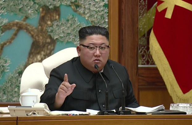 김정은 북한 노동당 위원장이 15일 당 중앙위원회 본부청사에서 정치국 확대회의를 주재했다.