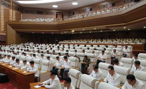 내년 1월 8차 당대회 개최를 결정한 노동당 제7기 제6차 당 전원 회의 모습.