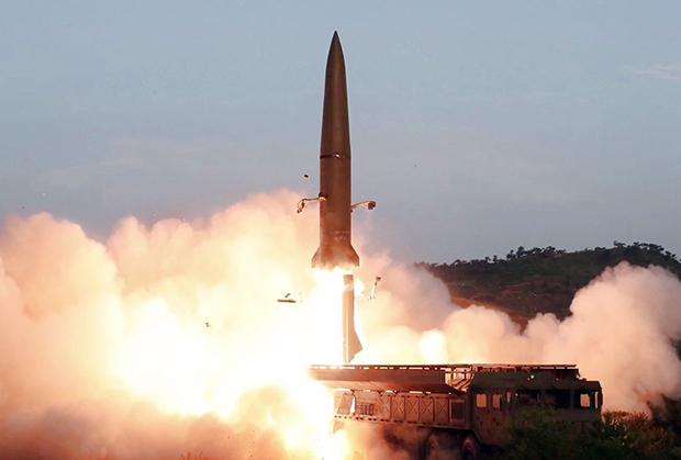 사진은 지난달 26일 조선중앙TV가 보도한 신형전술유도무기(단거리 탄도미사일) 발사 모습.