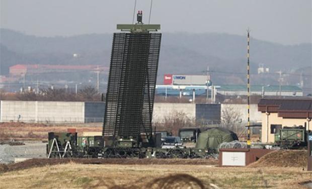 경기도 평택시 주한미공군 오산기지의 장거리 대공 감시 레이더.