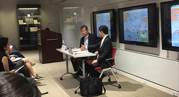 미국 워싱턴DC에 위치한 조지워싱턴 대학이 26일 개최한 토론회에 참석한 마이크 모치주키 조지워싱턴대 교수(좌) 및 미치시타 나루시게 일본 정책연구대학원대 교수(우).