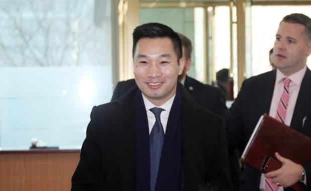 알렉스 웡 미 국무부 대북특별부대표가 11일 오전 한미워킹그룹 회의를 위해 서울 도렴동 외교부 청사에 도착하고 있다.