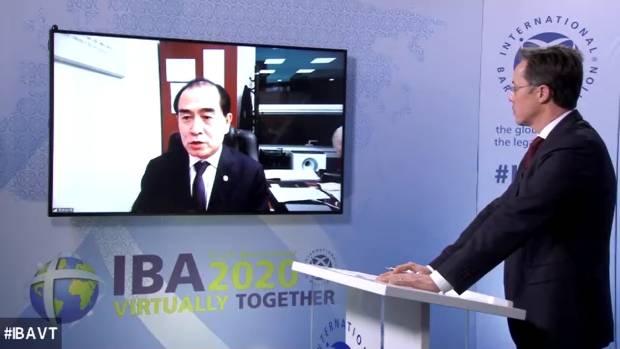 25일 태영호 의원이 국제변호사협회 연례총회에서 향후 대북정책 전망에 대해 말하고 있다.