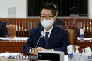박지원 국가정보원장이 27일 국회에서 열린 정보위원회 전체회의에 참석하고 있다.