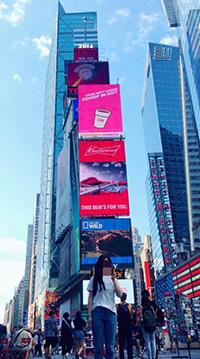 뉴욕 타임스퀘어를 관광하는 모습. (사진제공: 이주영)