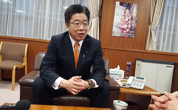 지난 3월 29일 도쿄 납치문제대책본부에서 만난 가토 가츠노부 담당 대신. 가토 대신이 회견에서 납치 문제에 대한 일본 정부의 입장을 설명하고 있다.