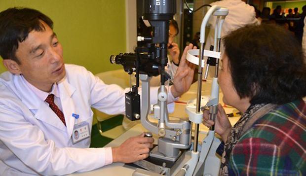 평양류경안과종합병원 진료 모습.