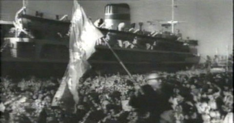 사진은 1960년 북송된 재일동포와 만경봉호.