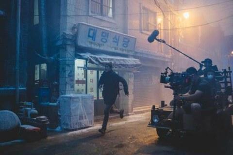 영화 '기생충'의 주인공 기택(송강호)의 반지하 집과 동네의 세트가 지어졌던 경기 고양아쿠아특수촬영스튜디오.