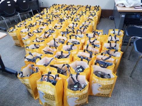 코로나19가 한창일 3월 20일 남북하나재단 후원으로 받은 대구 노인세대 지원물품을 대구하나센터 직원들이 방문하여 전달했습니다.