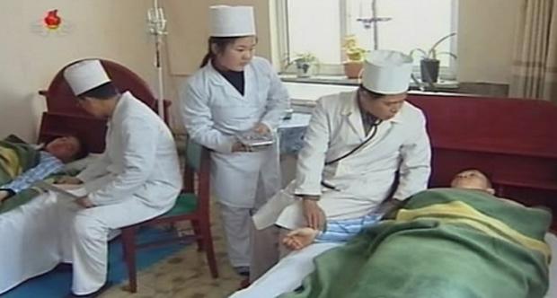 북한 주민들이 군인민병원에서 치료를 받고 있는 모습.