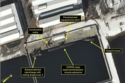 미국 존스홉킨스대 국제관계대학원(SAIS) 산하 한미연구소가 운영하는 북한전문매체 '38노스'가 공개한 북한 함경남도 신포조선소 내 미사일탑재 잠수함 개발용 전용 부두 모습.