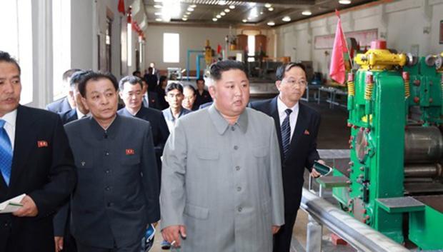 김정은 북한 국무위원장이 강계트랙터 종합공장을 시찰했다고 조선중앙통신이 지난 1일 보도했다.