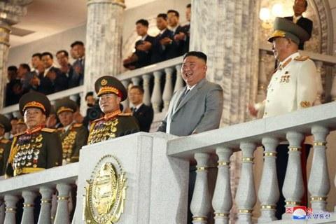 조선노동당 창건 75주년 경축 열병식 모습.