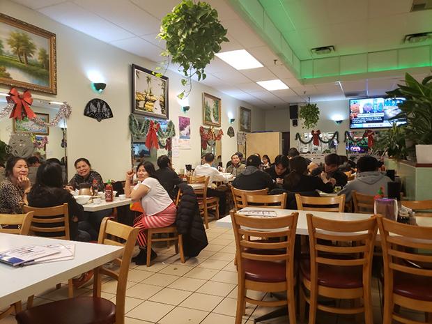 캐나타 토론토에서 인기있는 베트남 쌀국수식당.