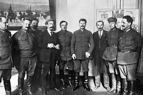 스탈린(왼쪽 6번째)과 그의 측근들.