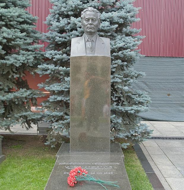 크렘린 벽 묘지에 있는 콘스탄틴 체르넨코의 묘.