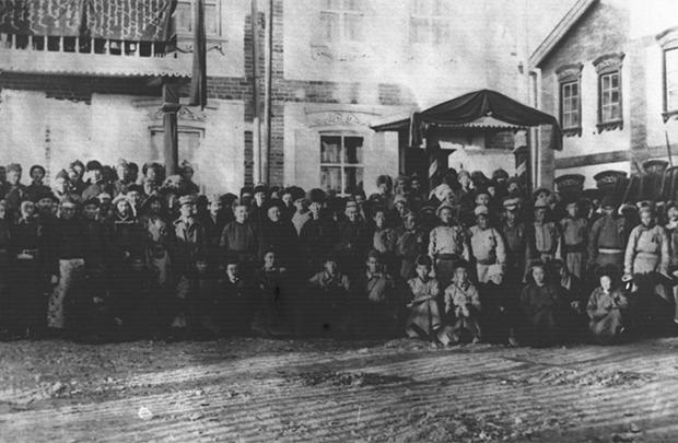 1924년 첫 헌법을 통과시킨 몽골 국회(State Great Khural)의 모습.