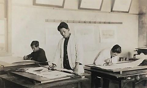 문학사상이 공개한 시인 이상(1910∼1937)의 경성고등공업학교 시절 사진.
