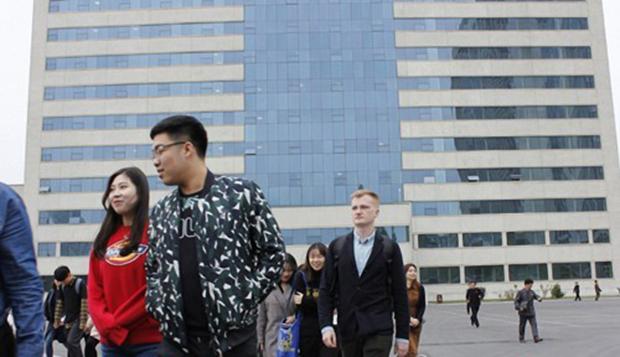 사진은 김일성대 홈페이지에 공개된 대학생들의 모습.
