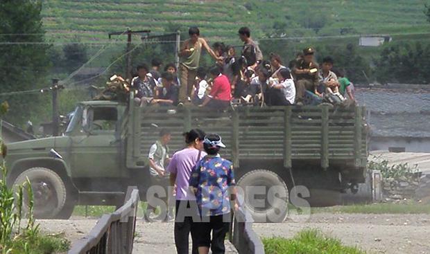 북한에서 개인들이 운영하는 '서비차'.