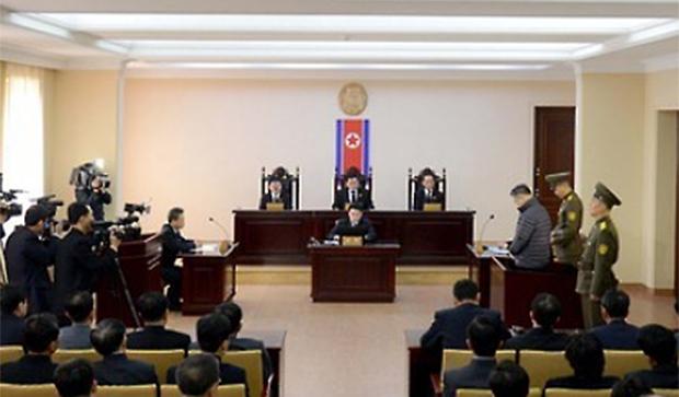 한국계 캐나다인 임현수 목사가 지난 2015년 12월 북한 최고재판소에서 재판을 받고 있는 모습.