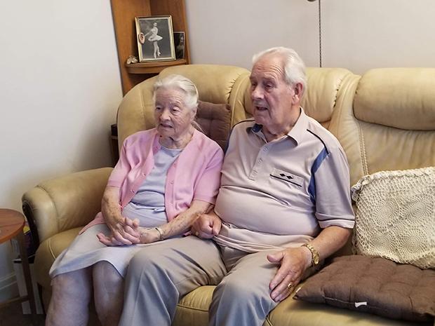 한국전쟁 참전용사 빅터 할아버지와 낸시 할머니.