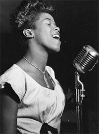 굵고 율동 넘치는 목소리로 한 시대를 풍미한 전설적인 재즈 가수인 사라 본. - PHOTO courtesy of Wikipedia