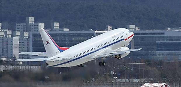 사진은 지난해 3월 5일 문재인 대통령의 대북 특사단이 탑승한 특별기가 5일 평양을 향해 서울공항에서 이륙하는 모습.
